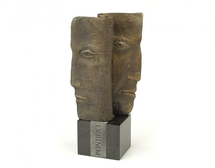 zdj. A- statuetka PONTIFICI - front