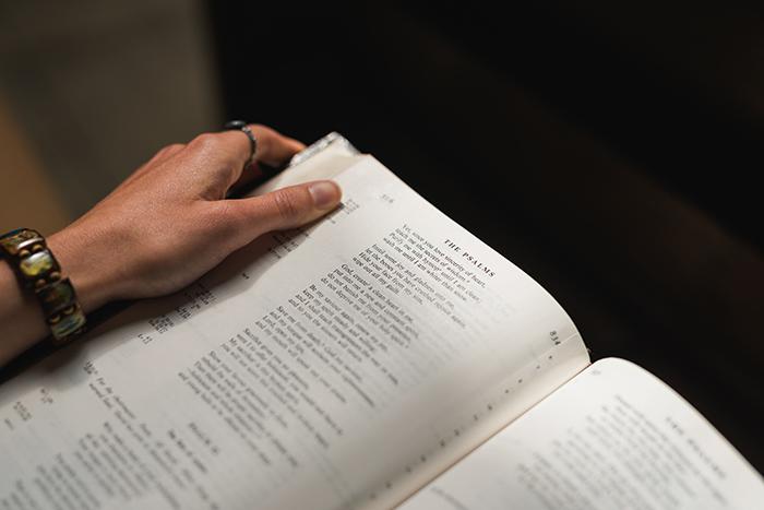 Głosimy tajemnicę mądrości Bożej, którą Bóg przedwiekami przeznaczył ku chwale naszej