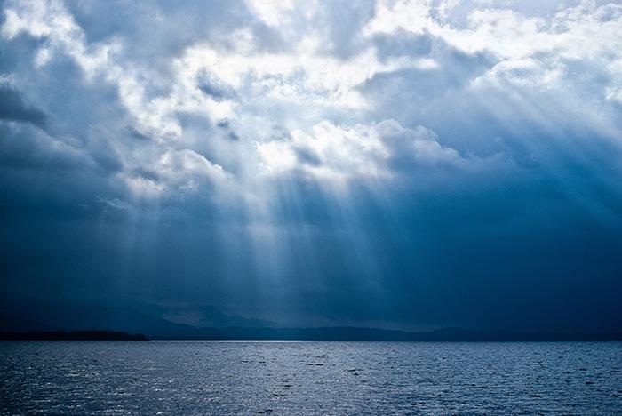 Gdy wychodził zwody, ujrzał rozwierające się niebo iDucha jak gołębicę zstępującego naNiego