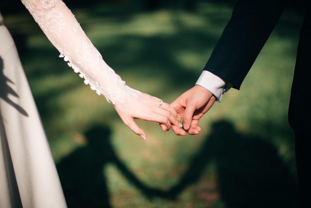 Mężczyzna łączy się zeswą żoną takściśle, żestają się jednym ciałem
