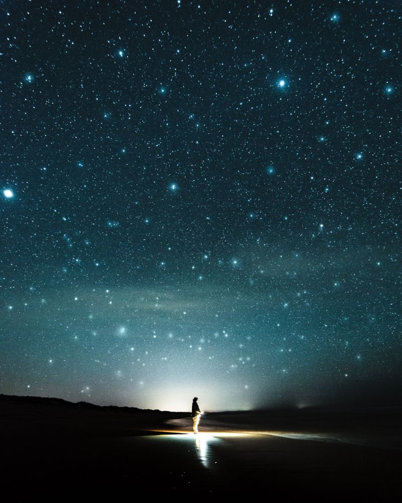 Mądrzy będą świecić jak blask sklepienia, aci, którzynauczyli wielu sprawiedliwości, jak gwiazdy nawieki inazawsze