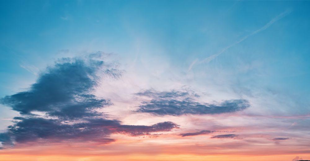 Patrzyłem wnocnych widzeniach: aoto naobłokach nieba przybywa jakby Syn Człowieczy